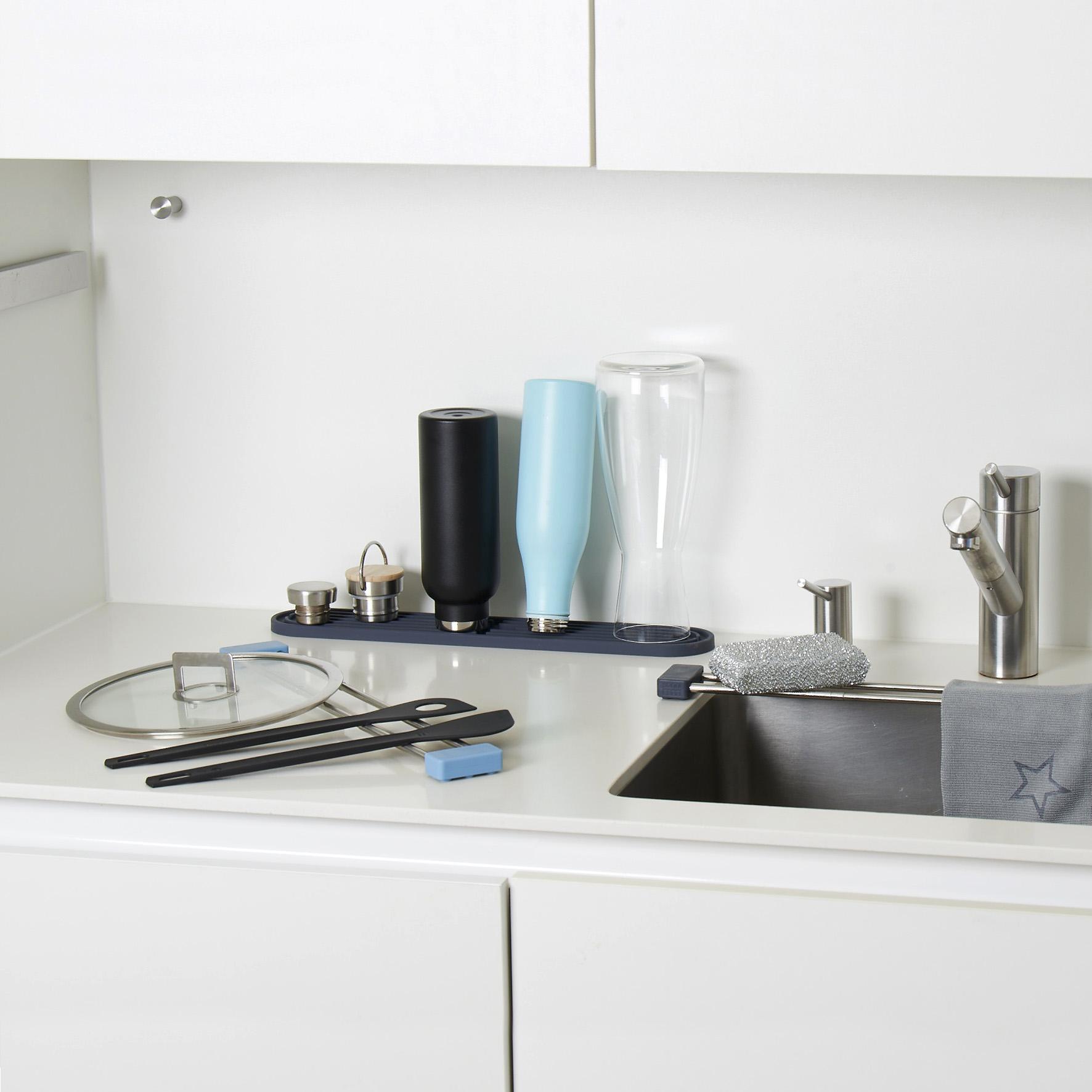 dri.pad - platzsparende Abtropfmatte, Barmatte. Spülmaschinenfestes & antibakterielles Abtropfgestell f für Karaffen, Flaschen, Babyfläschchen, Weingläser, Schneidbretter, Kochlöffel oder andere Utensilien der Küche.